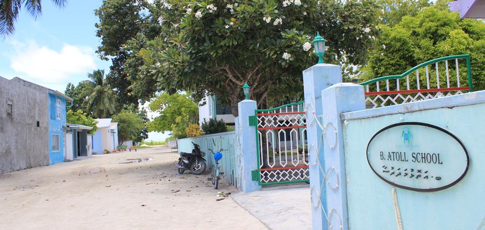 Staytravelling Baa Atoll School
