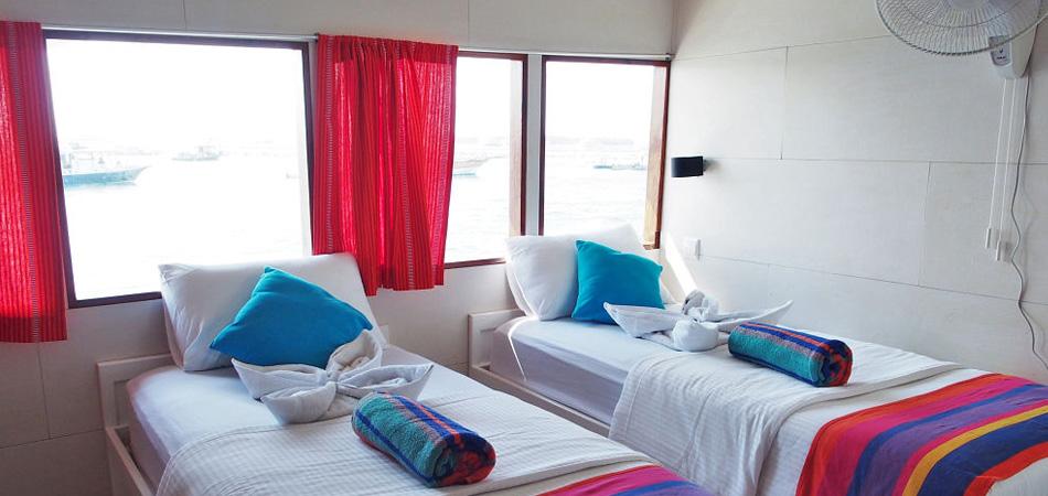 StaytravellingTauchsafari Malediven Nord Emperor Voyager