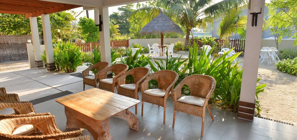 Staytravelling Malediven TME Terrasse