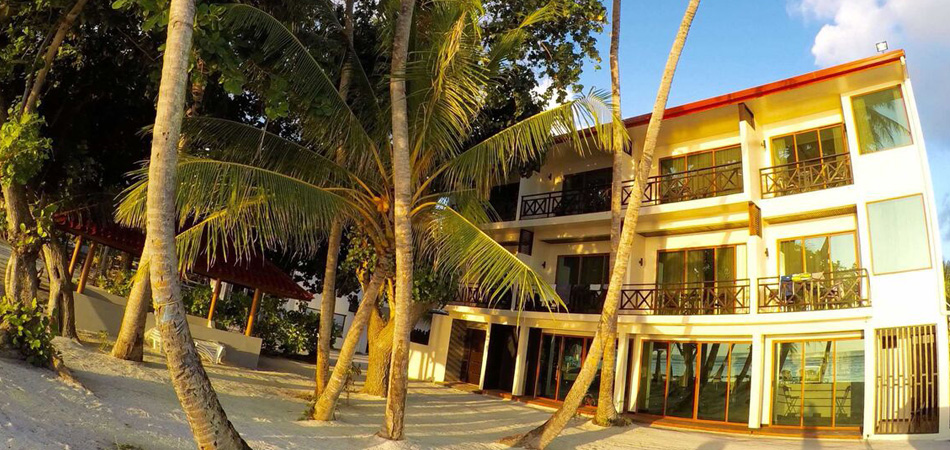 Staytravelling Thulusdhoo Malediven Canopus