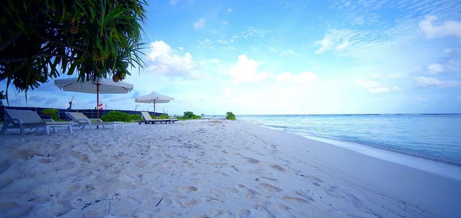 Staytravelling Dhangethi Bkini Beach