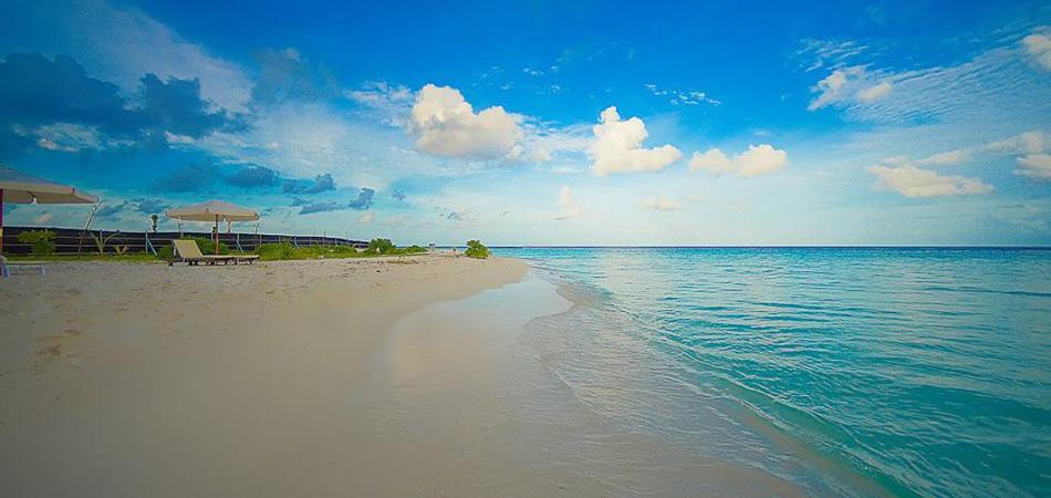 Staytravelling Dhangethi Malediven Strand