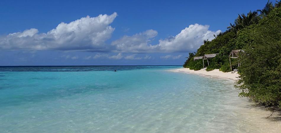 Staytravelling Malediven Thinadhoo Bikini Beach