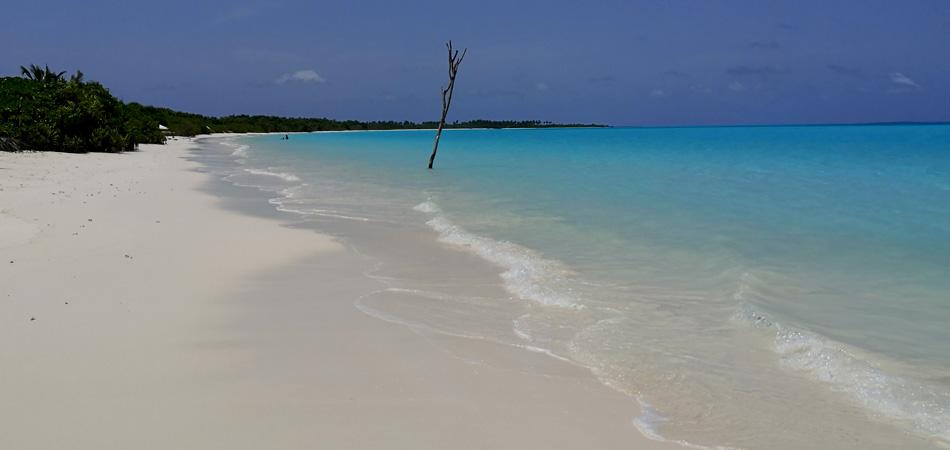 Staytravelling Kelaa Bikini Beach